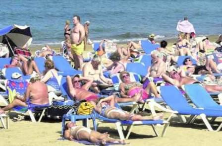 Turismo: Canarias, la que más crece en pleno récord de turistas en España